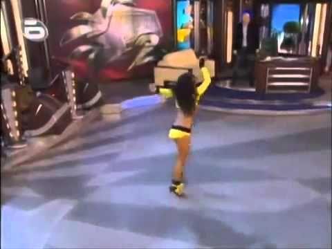 """Cea mai buna si """"buna"""" dansatoare din lume"""
