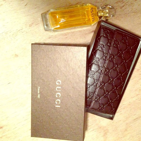 Gucci Wallet SALE 398$$ PP MelBellsCloset Chocolate brown 100% soft Leather with embedded Gucci signs recently listed with pink Chi hair straightener please understand the straightener was 400$ This wallet retails at800 398$ on payp Gucci Bags Wallets