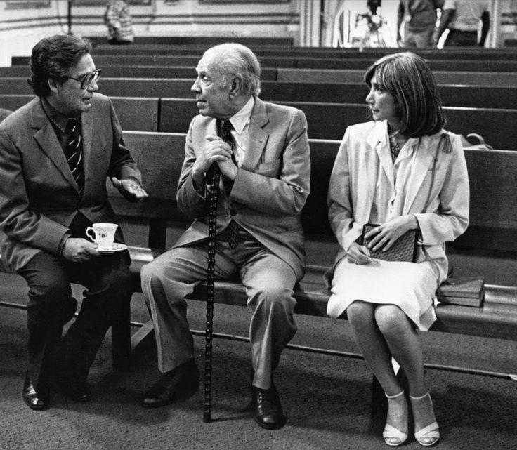 Octavio Paz Jorge Luis Borges y María Kodama en la capilla del Palacio de Minería, 1981.