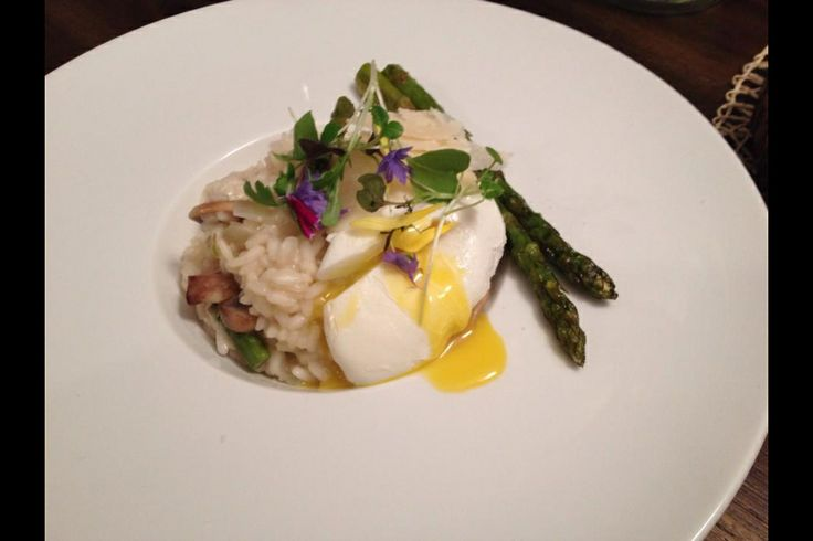Risotto aux asperges, champignons et oeuf poché - Asparagus and mushroom risotto with poched egg.