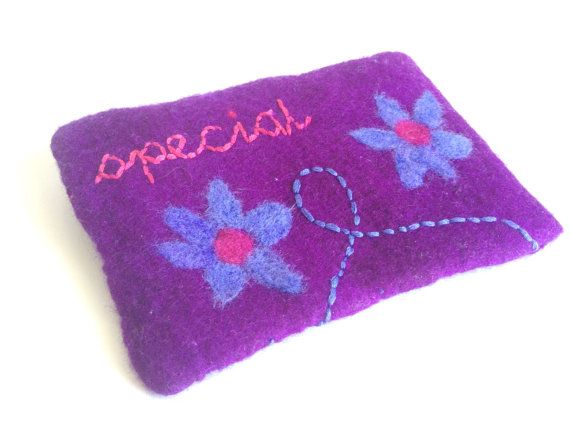 Felted pouch to store your gadgets like by LaVieBoeretroos on Etsy