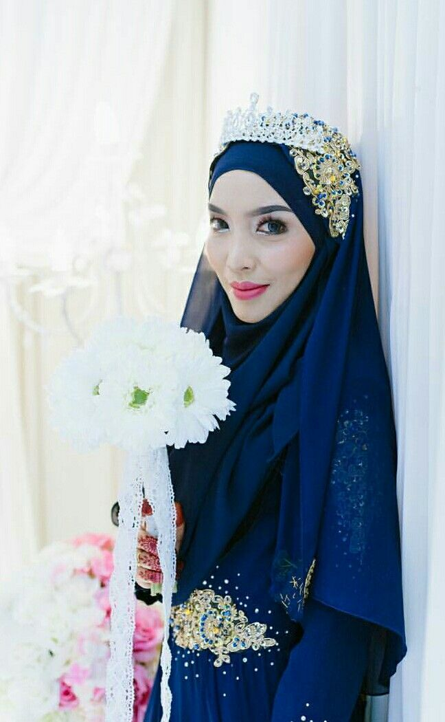 For those who prefer darker colours for wedding can try this @afiqasyrafazmi