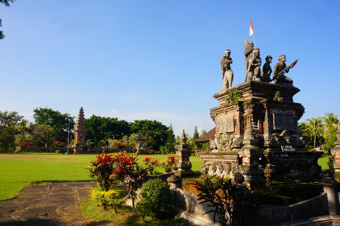 Vast field: A 9-hectare park, which houses monuments, was built to symbolize the fighting spirit of Balinese people. (Photo by Raditya Margi).
