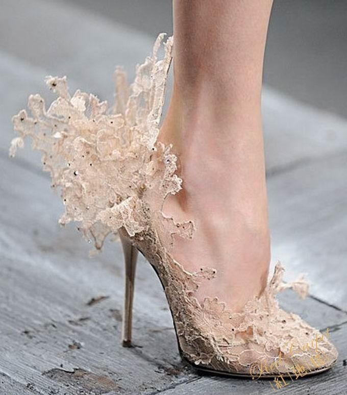 Many of the heels from the Valentino shoe collection are extremely girl and fairy-tail like. Filled with intricate details of lace and ruffles upon ruffles and