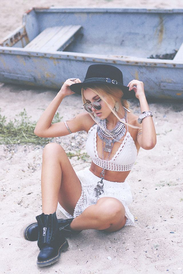 Model & Blogger Kristina Dolinskaya in Bohemian style