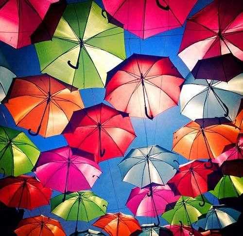 葡萄牙七彩雨傘街:傘傘動人迎接每一天! | 大人物