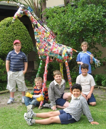 A team of 12 dedicated and enthusiastic Senior Primary pupils jumped at the chance to get involved in a Collect-a-Can competition held in conjunction with Giraffe House to build Gerry, their iconic ambassador.  Our task was to build Gerry using 300 or more used beverage cans and we most certainly succeeded in doing that!  We decided size did matter and went lifelike so our Gerry is about the size of a young giraffe, just short of two metres.