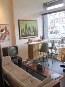Great Selection Of Mid Century Modern Furniture And Vintage Clothing.
