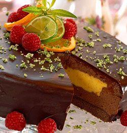 Sjokoladekaker og -desserter får fram smilet til enhver. Se alle de fristende oppskriftene her.