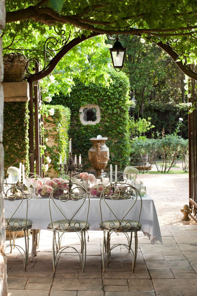 Snap a pic of your creative table setting, share it with us using #GHTopTables in the caption and you could win a R2 500 voucher from In Good Company! Here are some easy alfresco decorating ideas from Bernice Morrell of Morrell's Boutique Venue http://www.gardenandhome.co.za/article_t2.aspx?id=47115&h=Decorating-your-patio-for-Christmas
