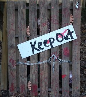 Save some money by making your own outdoor halloween decorations this year. I've rounded up the best halloween DIY decor ideas that are cheap and easy to make so that you can give your home a spooktacular makeover without breaking the bank. Skeleton, Body, and Graveyard Outdoor Halloween Decor Ideas Crime Scene crime scene tape (Dollar …