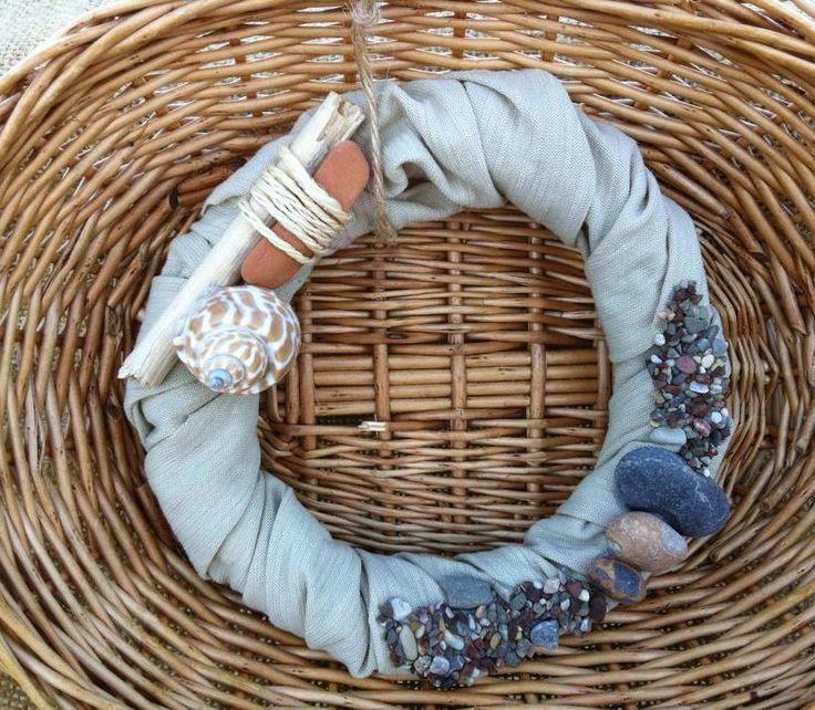 Summer wreath with natural sea decoration. Diam 16cm.