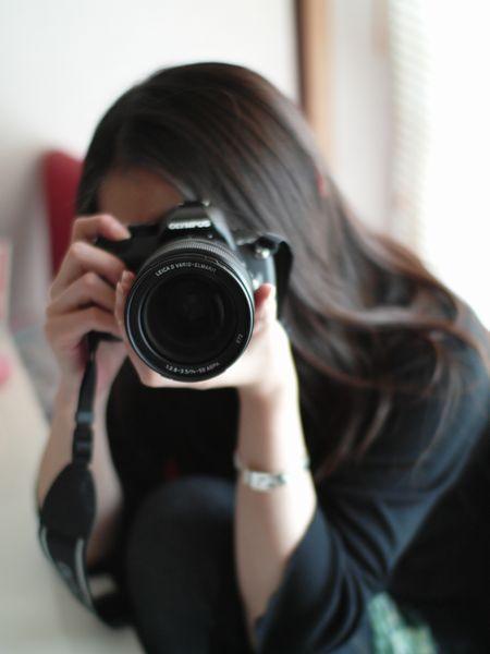 LEICA(ライカ)のカメラ DIGILUX 3で撮影した人物(女子カメラ)の写真(画像)