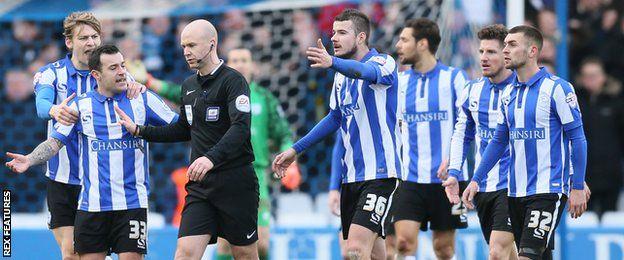 Sheffield Wednesday players protest Leeds Free Kick