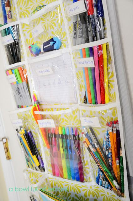Love this idea for organizing pens, markers, crayons in a kids bedroom, playroom or whenever your kids do their homework.