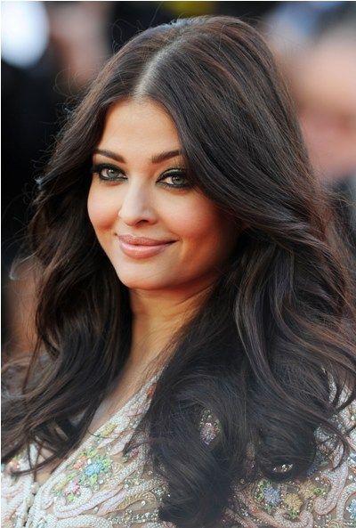 Aishwarya Rai's Flowing Black Waves hairstyle - Top 10 Glamorous Celebrities Hairstyles