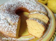 ...Ciambellone al limone.. INGREDIENTI: (stampo ∅ 22 cm.) 125 gr Farina 00 125 gr zucchero di canna 1 cucchiaino miele (facoltativo) 2 uova 125 gr yogurt