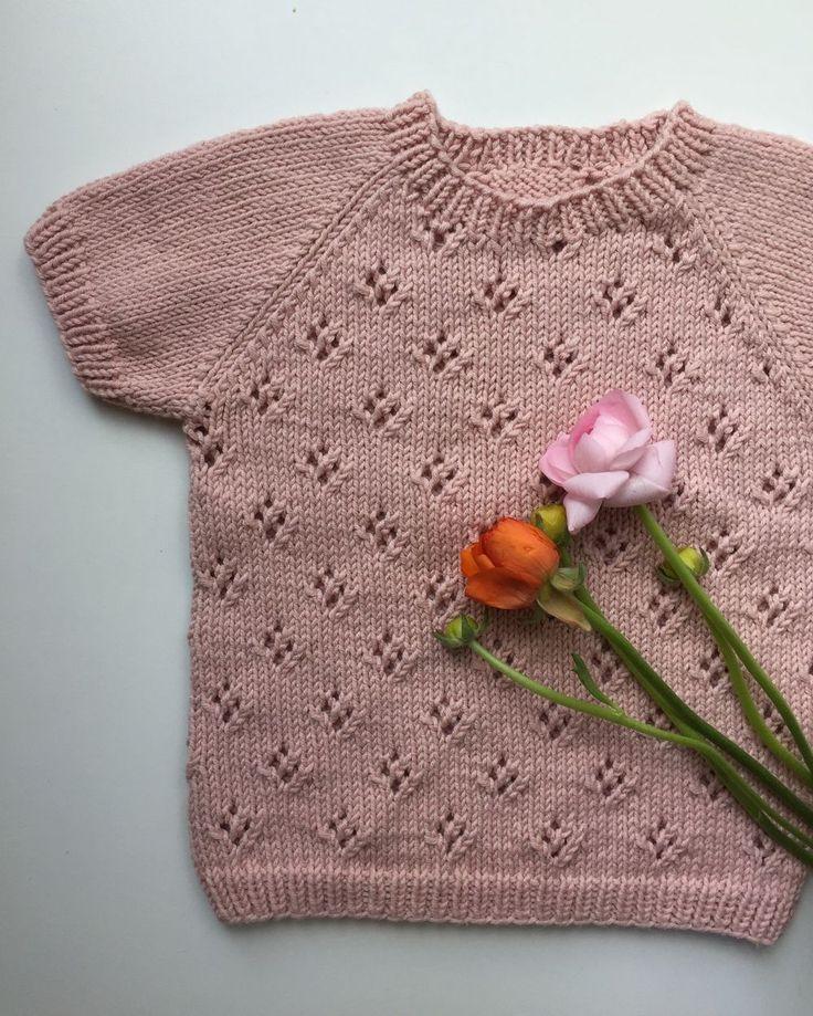 Produktet Rigmors Sommerbluse sælges af PetiteKnit i din Tictail-shop.  Tictail lader dig skabe en smuk online shop gratis - tictail.com