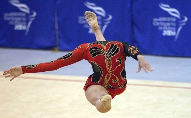 Rhythmic gymnastics gone wrong...why is there a foot where her head should be?