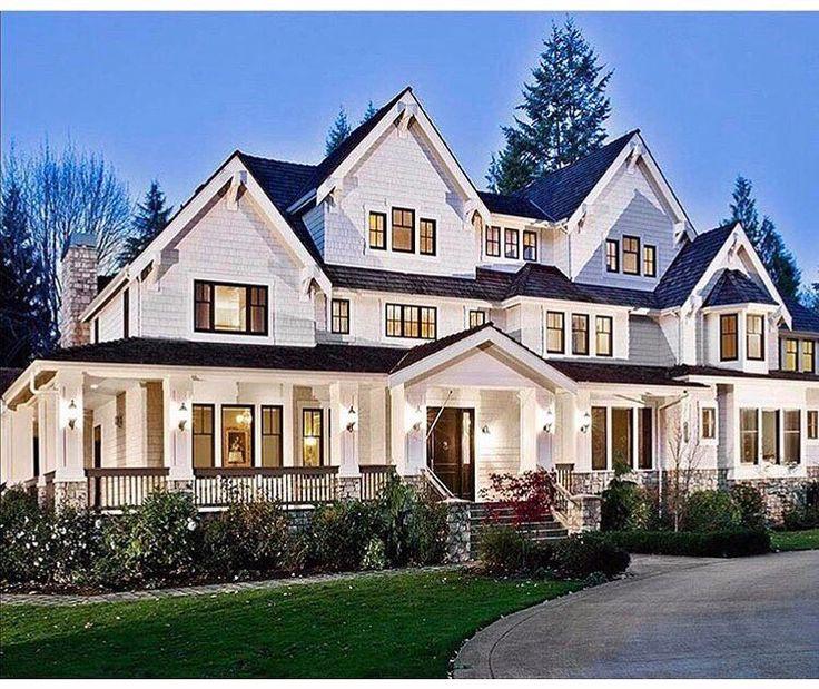 Modern Farmhouse Exterior: Luxury Craftsman House Plans