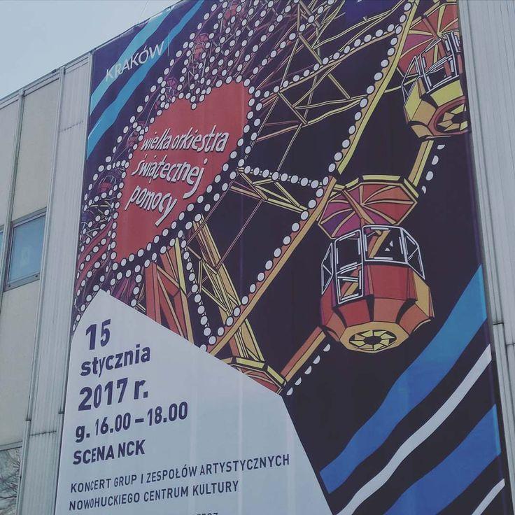 GRAMY! Kiermasz juz trwa koncert startuje o 16.00!  #encek #wosp #krecimysie25lat #koncert #kiermasz #ojdziejesie @fundacjawosp