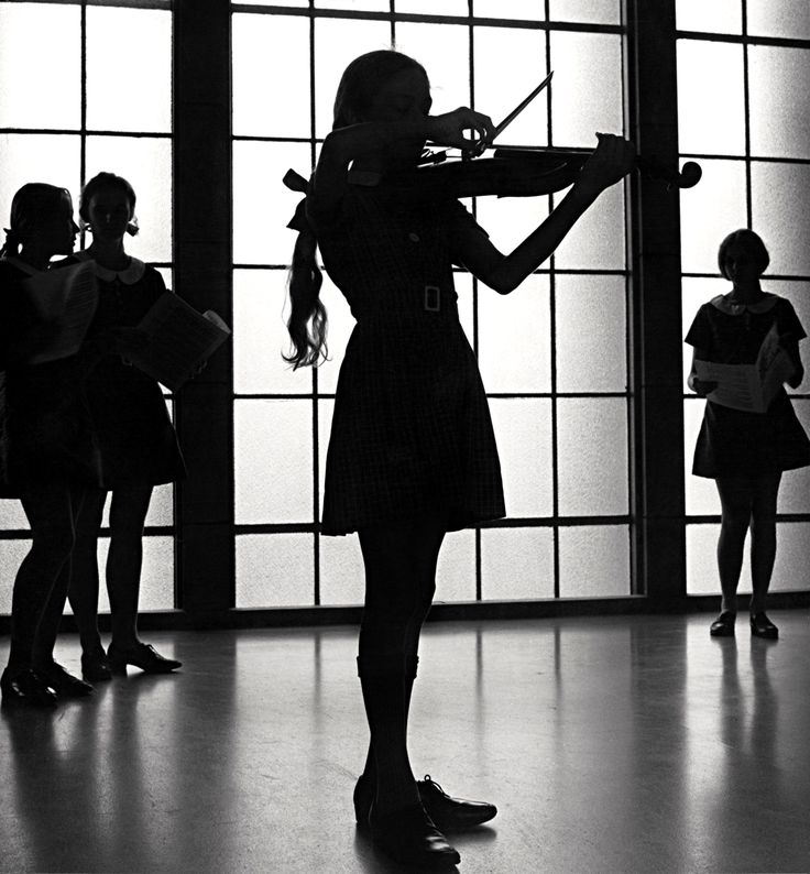 Max Dupain: Violinist rehearsing at the Methodist Ladies' College in Burwood, Sydney, 1971