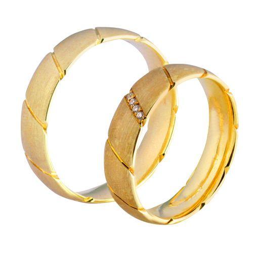 Obrączki ślubne z żółtego złota z brylantami o łącznej masie 0,04 ct. Próba 0,585