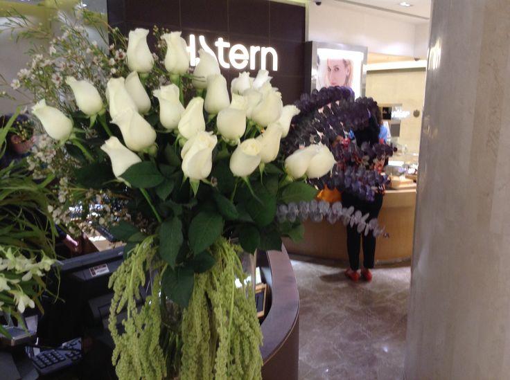 White roses flower arrangement h.stern