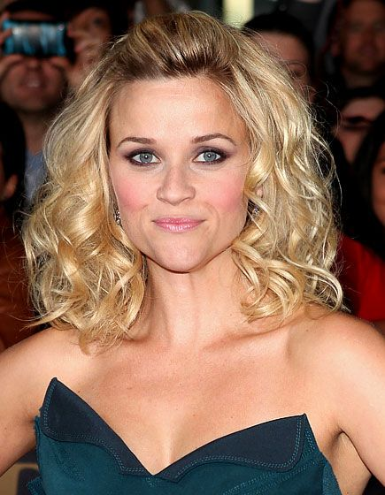 Reese Witherspoon's 10 Best Hairstyles: Playful Curls