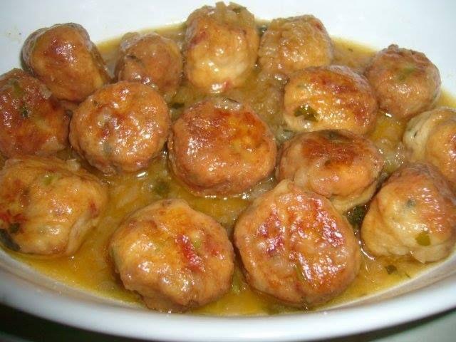 Albóndigas de Pescado en salsa de cúrcuma y cebolla :http://www.recetasjudias.com/albondigas-de-pescado-en-salsa-de-curcuma-y-cebolla/