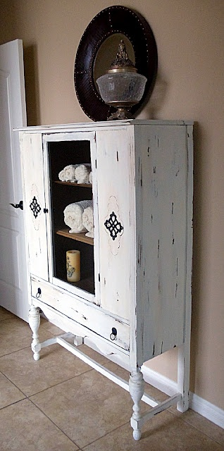 I have a cabinet like this, maybe I should paint it.