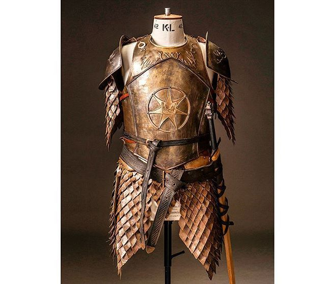The armor of the Kingsguard under King Tommen Baratheon. Of note is the changed symbol, combining that of the Kingsguard with the star of the Faith of the 7.