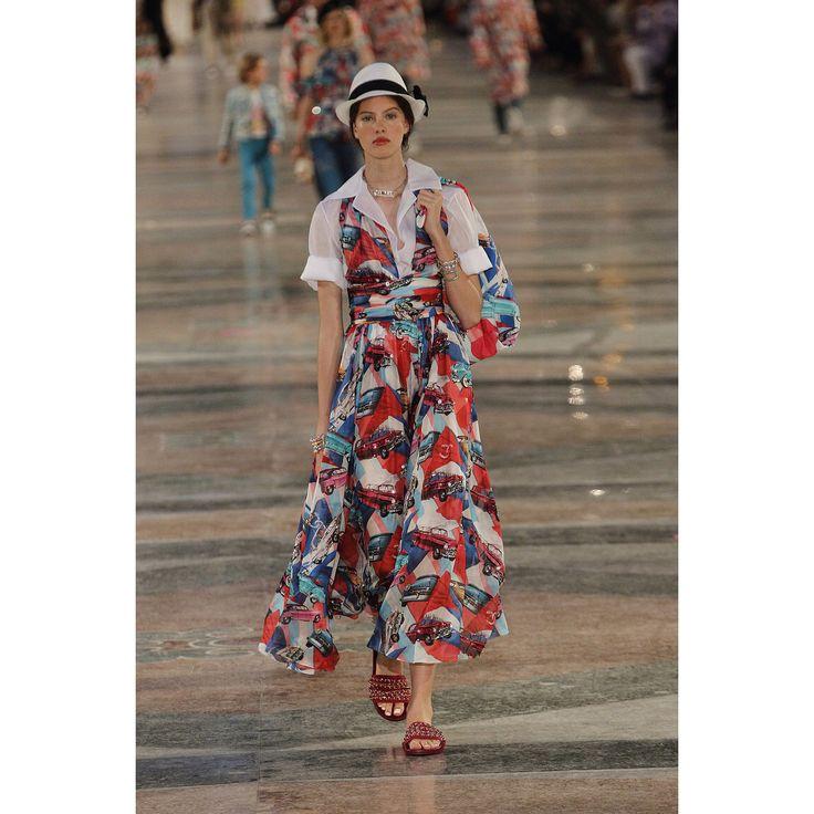 Chanel  #VogueRussia #resort #springsummer2017 #Chanel #VogueCollections