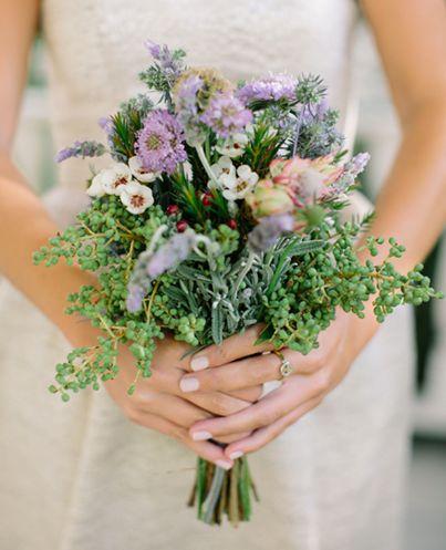 Il bouquet campestre http://www.missbridetessier.com/ tags #bouquet #moda #sposa #sera #abiti #wedding #italia #roma #italy #rome #stile #atelier #abito #fascion  #stilisti #bride #roma #PeterLangner #sogno