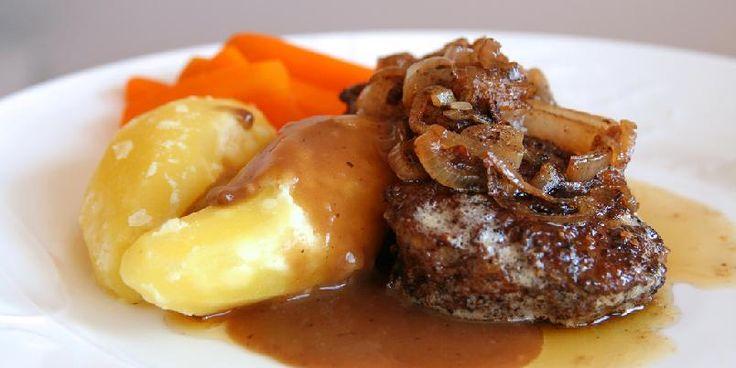 Kjøttkaker med stekt løk og sjysaus - Gode, gamle kjøttkaker i brun saus med stekt løk? Ja, takk.