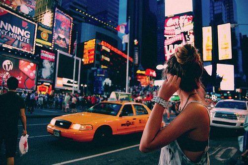 Nueva York es una ciudad fascinante llena de lugares para visitar y cosas que hacer a todas horas, infortunadamente,también es una de las ciudades más caras del mundo, en donde es difícil no caer en los encantos de la gran manzana de las tentaciones. | Pinterest: Sol Monzón
