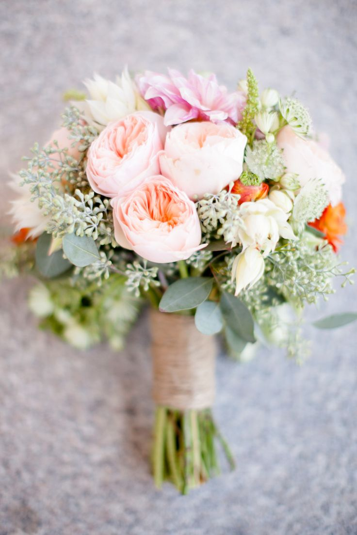 A garden #rose #wedding bouquet in cheerful spring colors like coral and baby pink NEVER disappoints!  Photography: Ashlee Raubach - www.ashleeraubach.com: Bouquets Photography, Spring Color, Wedding Bouquets, Gardens Rose Wedding, Bright Spring, Fun Facts, Spring Bloom, Dana Points, Gardens Rose Bouquets
