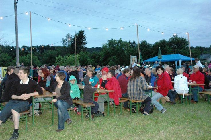 Rund 400 Menschen sind gekommen, um mitzufeiern. - - Wienerwald/Neulengbach - meinbezirk.at