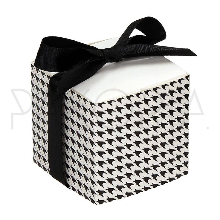 Pudełko PEPITKA z kokardą. Podziękowania dla gości, pudełeczko na cukierki. Na wesele ślub czy inną okazję. pakoria.pl  Wedding thanks, cheerful check, black and white cute box.