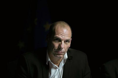 """Varoufakis: """"Cuando los resultados de las urnas no gustan al 'establishment', la democracia se ve amenazada"""" - Público.es"""