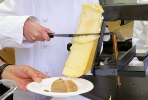 ハイジも食べていた!? とろ~りチーズに舌つづみ--スイス国交樹立150周年イベントで