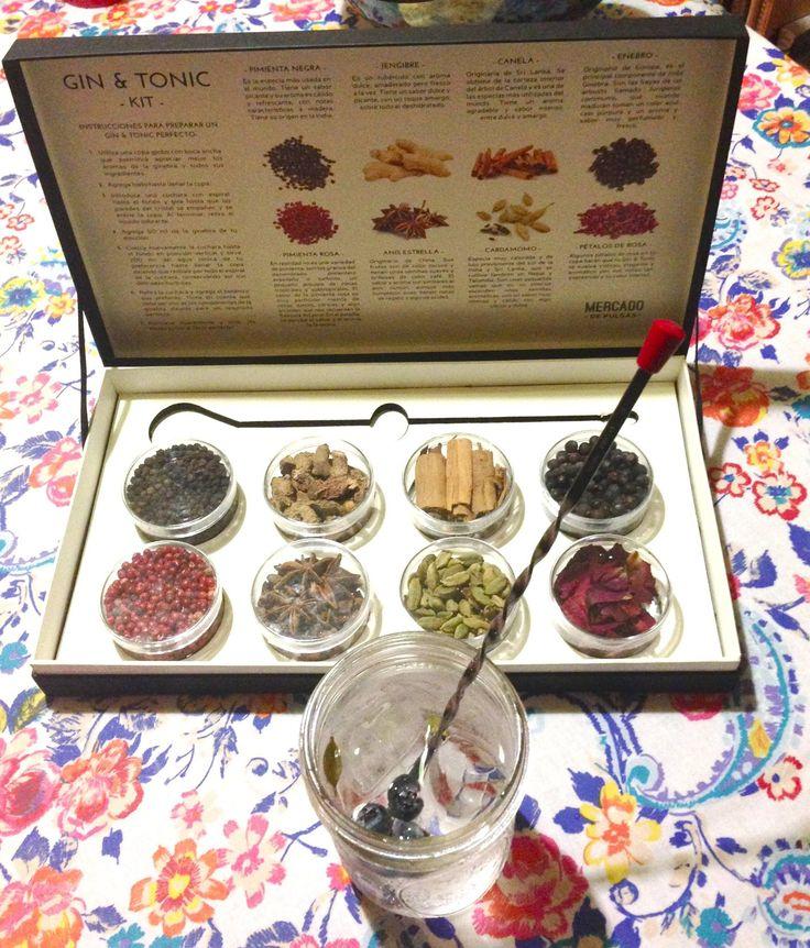 De venta en línea, envío gratis a todo el país.  Estuche de lujo que contiene ocho recipientes con botánicos especiales para crear el Gin & Tonic perfecto, una cuchara bailarina profesional e instrucciones generales de preparación.  anís, canela, cardamomo, coctelería, enebro, fever, gin, gin and tonic, gin mare, ginebra, ish, jengibre, mixología, monkey 47, navidad, pétalos de rosa, pimienta negra, pimienta rosa, regalo, tonic, tónica.