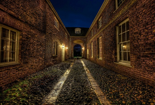 Alleyway at Hintlesham Hall in Suffolk #arthakker #HDR