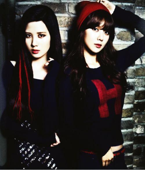 Seohyun & Sooyoung.