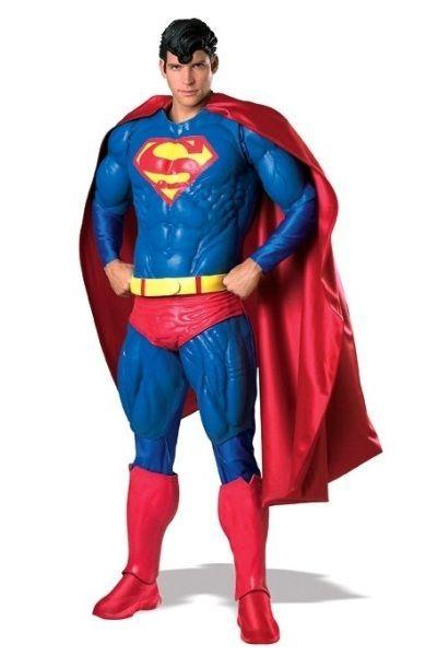 Superman Collector's Edition. Superman lisensoitu keräilijän kappale. Tämä asu muuttaa sinut hetkessä supermieheksi. Tuote on Standardikokoinen, eli sopii normaalikokoisille aikuisille miehille. Lateksista ja vaahtomuovista tehty KOKOASU muuttaa hoikemmankin kaverin hetkessä oikeaksi lihaskimpuksi. Tuote ei ole varastotuote, joten ota yhteyttä sähköpostitse halutessasi puvun. Toimitusaika noin 14 vrk. Sisältää: - Viitan - Rinta, käsi- ja jalkaosat - Kengänpäälliset - Vyön - Hiukset