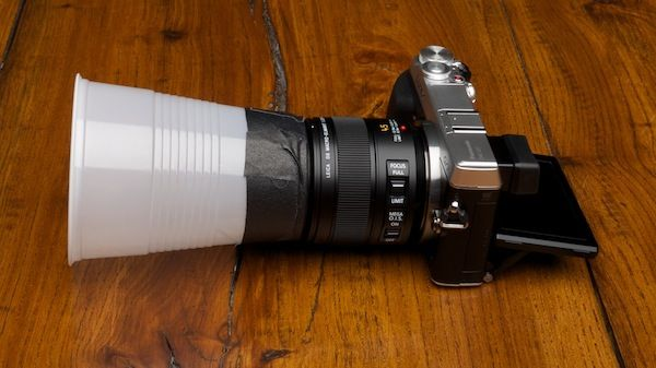 Using white plastic cup to counter the problems of macro photography