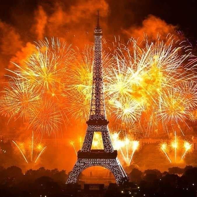 CAPODANNO A PARIGI Volo soggiorno di 3 notti presso l\'hotel ...
