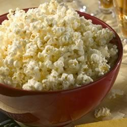 Pour retrouver l'ambiance des fêtes foraines qui ont marqué votre enfance, essayez cette recette de popcorn sucré. En fonction de vos goûts, utilisez du sucre en poudre ou de la cassonade et régalez-vous entre amis ou avec vos enfants. Un encas idéal pour une fin d'après-midi en famille.