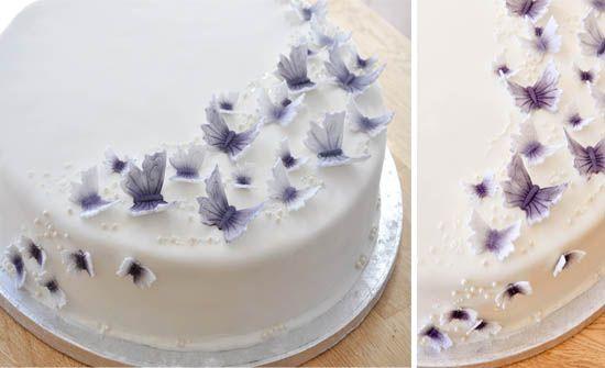 ausgefallene-torten-Hochzeit-deko-mit-schmetterlinge-purpur-lila http://www.optimalkarten.de/blog/