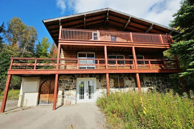 Regardez ce logement incroyable sur Airbnb : Canadian Style family cottage - Maisons à louer à Sainte-Agathe-des-Monts